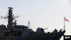 """资料照:英国皇家海军护卫舰""""蒙特罗斯号""""停靠在塞浦路斯的利马索尔港。(2014年2月3日)"""
