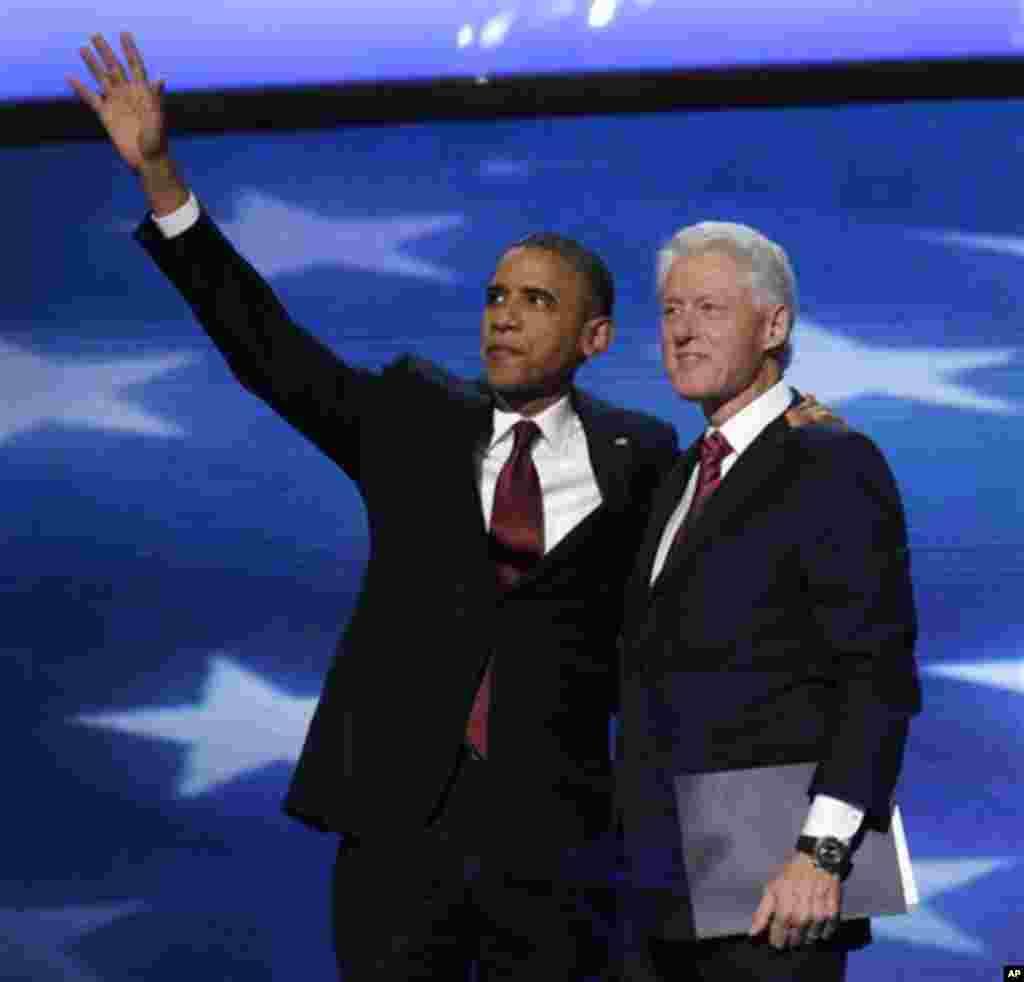 Le président Barack Obama a rejoint l'ancien président Bill Clinton à l'issue de son discours