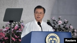 韩国总统文在寅身着韩服在首尔举行的光复节74周年庆祝仪式上讲话。(2019年8月15日)