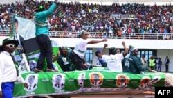Những người ủng hộ tổng thống Edgar Lungu ăn mừng hôm 21 tháng 5 tại Sân vận động Heroes ở Lusaka trong lễ khởi động chiến dịch tái tranh cử cho cuộc tổng tuyển cử ngày 11 tháng 8 sắp tới.