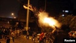 Policija ispaljuje granate sa suzavcem tokom sinoćnih sukoba sa pristalicama svrgnutog predsednika Mohameda Morsija, u Kairu