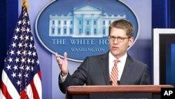 Phát ngôn viên Jay Carney nói nếu chế độ Assad tiếp tục không khoan nhượng thì cộng đồng quốc tế sẽ phải thừa nhận thất bại và việc chuyển tiếp chính trị là chuyện cấp bách cần tới ở Syria.