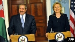 Ngoại trưởng Hoa Kỳ Clinton (phải) và Ngoại trưởng Jordan Jedeh trong cuộc họp báo tại Bộ Ngoại giao Hoa Kỳ