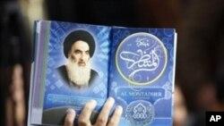 آیت اللہ سیستانی عراق کے شیعہ مسلمانوں کے اعلیٰ ترین رہنما تصور کیے جاتے ہیں