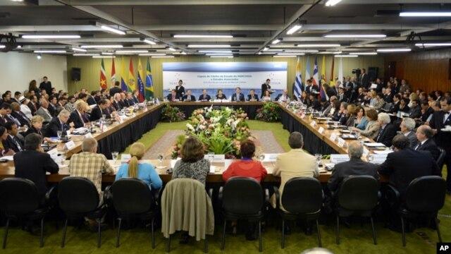 Los líderes del Mercosur concretarán en Montevideo una nueva reunión del bloque, cuya presidencia pro-tempore asumirá Venezuela por primera vez.