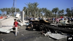 La scène de l'attentat, dans le sud de Badgad, en Irak, le 6 mars 2016. Des douzaines de personnes ont perdu la vie dans cette attaque revendiquée par le groupe Etat islamique.