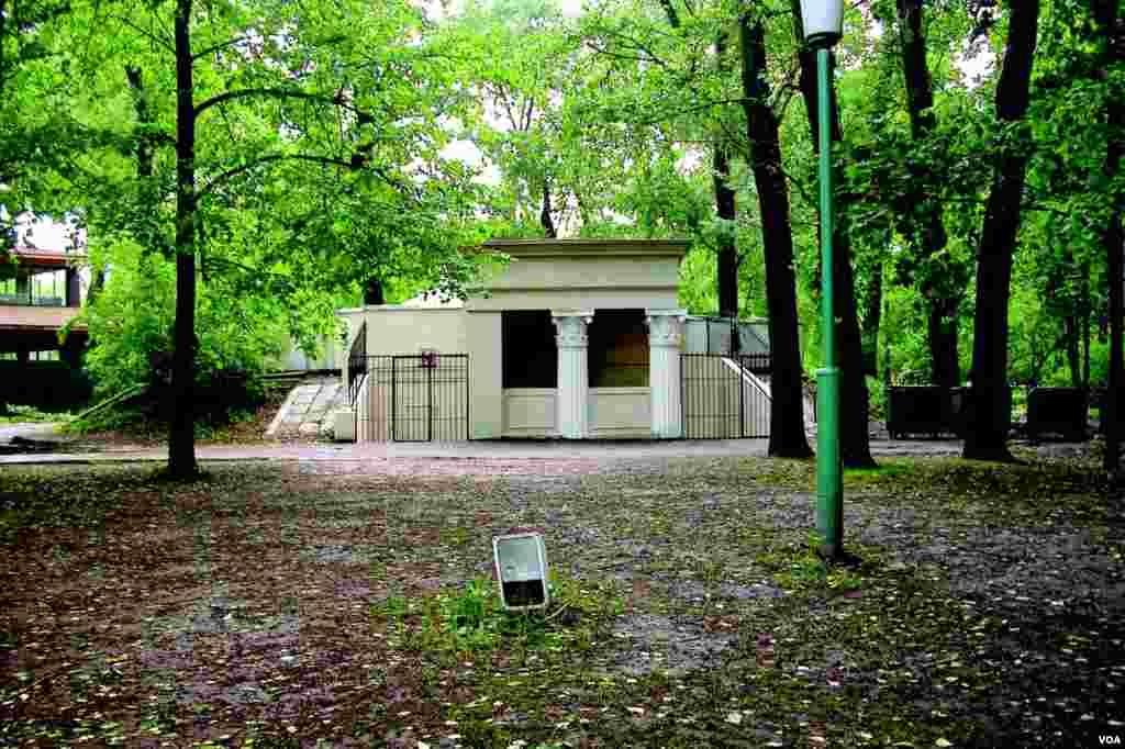 Общественные туалеты в Парке Горького (photo: courtesy of Yevgeniy Fiks)