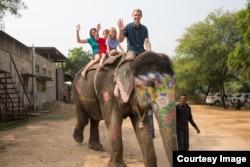 Gia đình Rivenbark ở Ấn Độ, 13/11/2014.