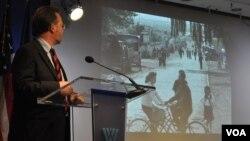 오스트리아 빈 대학의 루디거 프랭크 교수가 14일 미국 워싱턴 DC의 우드로 윌슨국제센터에서 열린 한반도 관련 토론회에서 북한의 변화상에 대해 발표하고 있다.