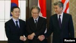 Đại diện ngoại giao của Hàn Quốc, Nhật Bản và Mỹ trong một cuộc họp bàn về Bắc Hàn.