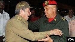 Sólo con los cientos de millones que Chávez da al gobierno de Cuba, los venezolanos vivirían mucho mejor.