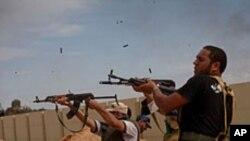 لیبیا: عبوری حکومت کے جنگجوؤں کی سرت کی جانب پیش قدمی
