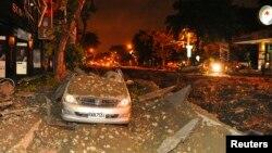 台湾南部高雄市8月1日发生天然气爆炸,导致35人死267人伤,图为被炸毁的车残骸