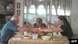 Një organizatë ndihmon familjet në nevojë për ditën e falenderimeve