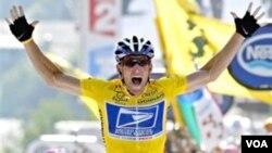 Lance Armstrong, de 41 años se retiró del ciclismo profesional en el 2011.