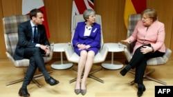 Президент Франції Еммануель Макрон, прем'єр-міністр Британії Тереза Мей та канцлер Німеччини Анґела Меркель у Брюсселі 22 березня 2018