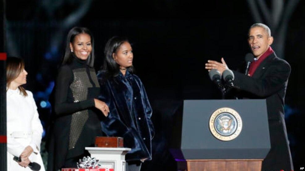 Tư liệu- Tổng thống Obama cùng vợ và con gái.