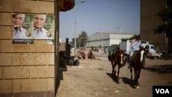 Sejak revolusi 16 bulan yang lalu, pendapatan penunggang unta dan kuda di Mesir menurun drastis.(Y. Weeks/VOA)