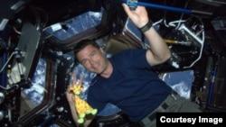 Astronot AS Reid Wiseman di dalam Stasiun Antariksa Internasional, dalam foto yang dibaginya di Twitter lewat akun @astro_reid.