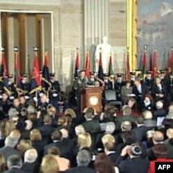 国会圆形大厅内向老兵致敬仪式