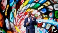 Tim Bakster, predsednik Samsung Electronics America govori na Sajmu potrošačke elektronike u Las Vegasu.
