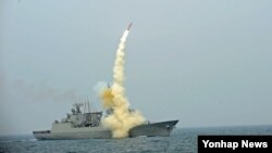 한국 국방부가 14일 공개한 함대지 순항미사일 자료사진.