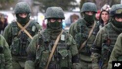 Giới hữu trách quân đội Nga từng nói rằng họ không có liên hệ gì với những tay súng bịt mặt ở Crimea.