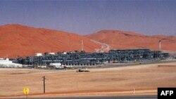 Rafinerija nafte u pustinji Rub al-Kali u Saudijskoj Arabiji