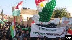 Ðoàn biểu tình chống Tổng thống Syria tuần hành qua các đường phố ở Alsmin gần thành phố Daraa, Syria