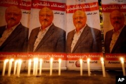 Candles, lit by activists, protesting the killing of Saudi journalist Jamal Khashoggi, are seen outside Saudi Arabia's consulate, in Istanbul, Turkey, during a candlelight vigil, Oct. 25, 2018.