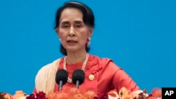 Keraguan dunia meningkat pada kemampuan Aung San Suu Kyi dalam mengelola perekonomian negaranya (foto: dok).