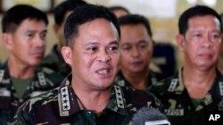 Panglima angkatan bersenjata Filipina, Jenderal Gregorio Pio Catapang, berbicara dalam sebuah konferensi pers.