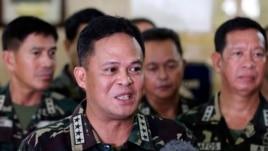Tướng Gregorio Pio Catapang công bố hình ảnh chụp được hôm 11 tháng 4 tại các bãi cạn đã được mở rộng một cách đáng kể này.