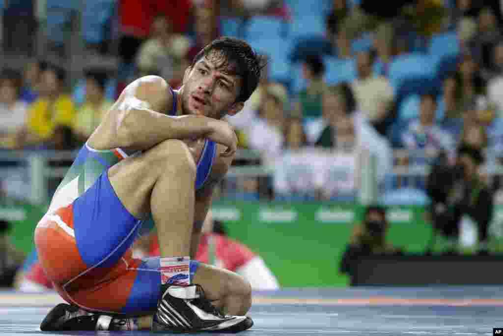 سوریان بازی اول را به رقیب ژاپنی باخت و در دومین دور هم از حریف هفت بر صفر جلو بود که باخت.