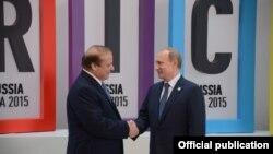 دیدار نواز شریف نخست وزیر پاکستان (چپ) با ولادیمیر پوتین رئیس جمهوری روسیه در مسکو - تابستان ۱۳۹۴
