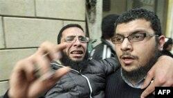 Egjipt: Në fuqi ndalim-qarkullimi, dhjetëra mijëra vetë vazhdojnë protestat