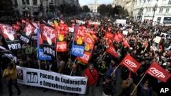 Dân Bồ Đào Nha tuần hành trong một cuộc tổng đình công phản đối chính phủ dự định áp dụng các biện pháp kiệm ước rộng rãi hơn