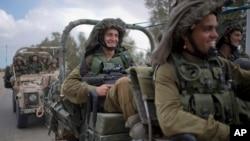 Tentara Israel bergerak menuju Gaza untuk melakukan serangan darat (17/7).
