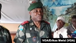 Général Syvlvain Ekenge, molebeli ya mibale ya ba FARDC, na bokutani na banzi sango na Beni, Nord-Kivu, 26 septembre 2019. (VOA/ERikas Mwisi)