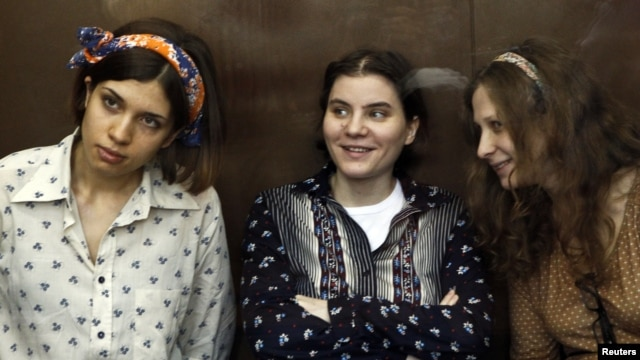 Nadezhda Tolokonnikova (L), Yekaterina Samutsevich (C) and Maria Alyokhina, members of female punk band 'Pussy Riot,' attend their trial in a court in Moscow, August 3, 2012.