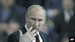 俄羅斯總理普京2月29號在莫斯科對支持者講話。