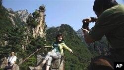 2011년 9월, 금강산 관광중인 중국인 관광객들 (자료사진).