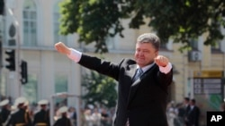 Ukrainian President Petro Poroshenko appears in Sophia Square, Kyiv, June 7, 2014.