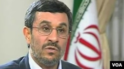 Presiden Iran, Mahmud Ahmadinejad merangkap jabatan Menteri Perminyakan setelah memecat menterinya.