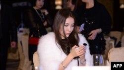 2013年12月1日郭美美出席中国北京珠宝拍卖
