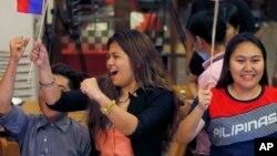 Warga Filipina bersukacita atas keputusan pengadilan arbitrase PBB atas penolakan hukum klaim China atas Laut China Selatan.
