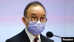 香港政制及內地事務局局長曾國衞星期二下午召開記者會,公佈修例草案內容 (路透社照片)