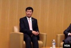 西藏流亡政府总理洛桑森格在民主基金会(美国之音杨晨拍摄)