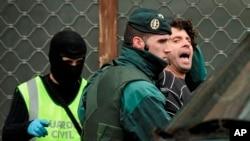 İspaniya polisi Bask separatçılarının ETA qrupunun üzvünü 2011-ci ildə həbs edən zaman