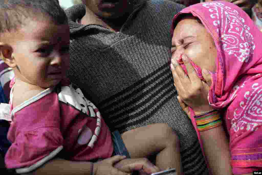 Relatives mourn the death of a garment worker killed in a fire on the outskirts of Dhaka, Bangladesh, November 25, 2012.